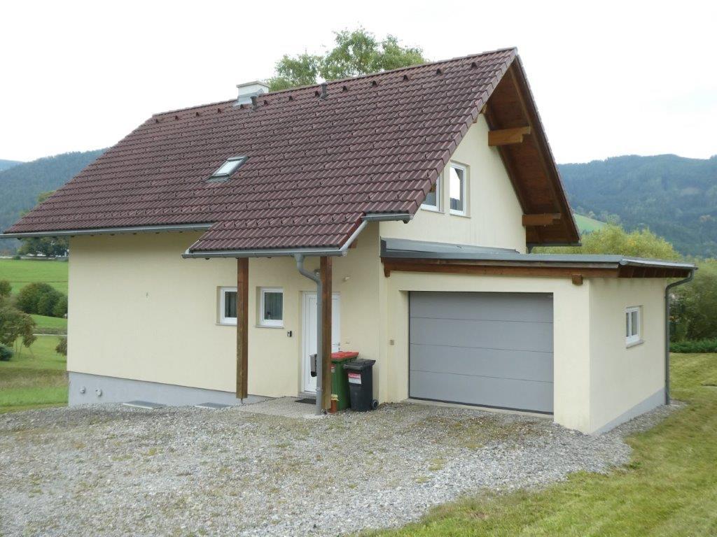 Turnau: attraktives Wohnhaus mit Garage